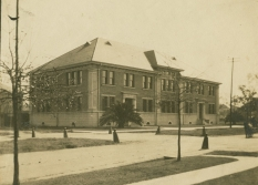 Isidore Newman School on Jefferson Avenue is shown in the early 20th century.