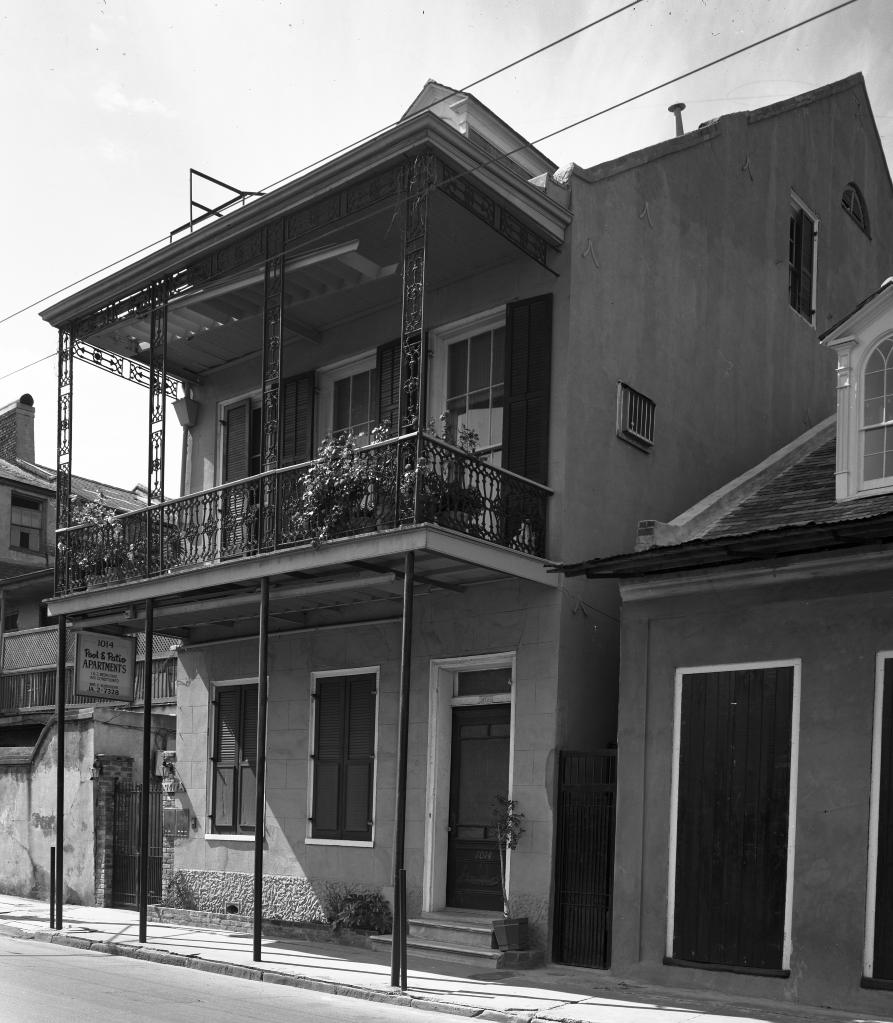 a streetcar d desire this is where tennessee williams lived during the time he wrote streetcar 1014 dumaine street in the 1940s and the second photo is what it looks like now
